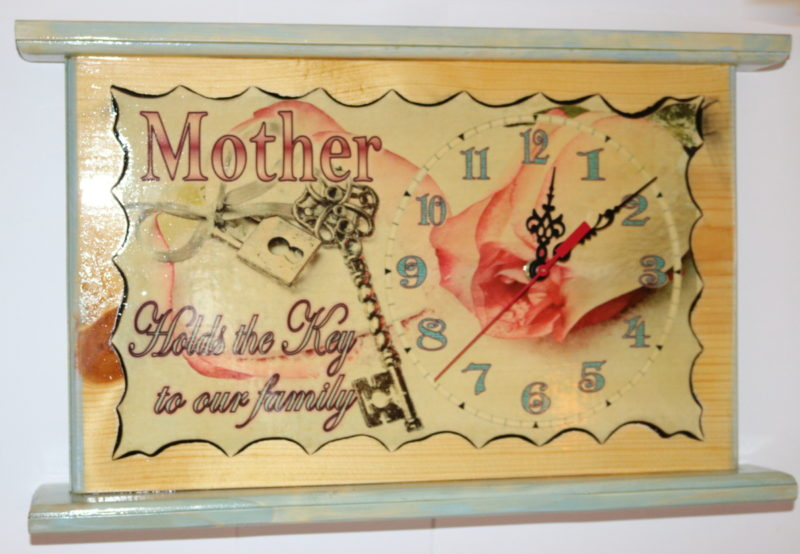Mother holds key clock 17in A