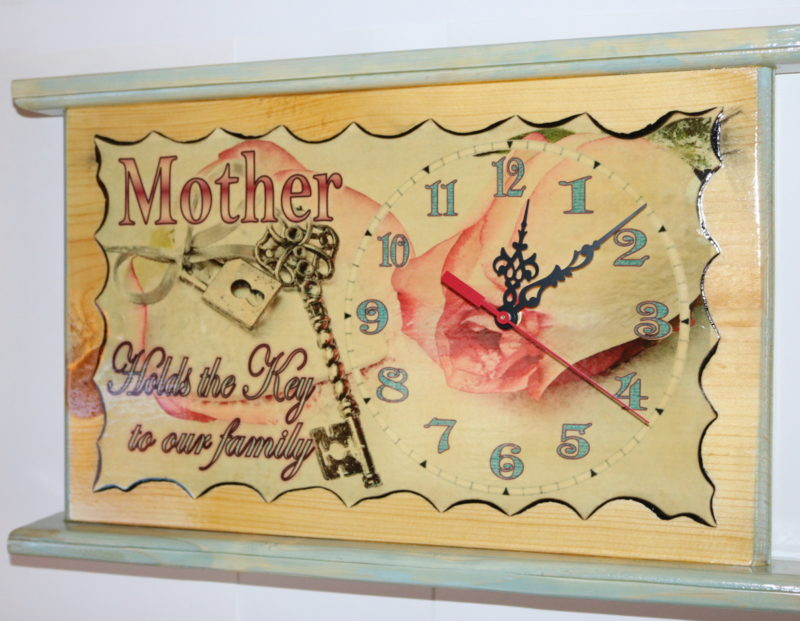 Mother holds key clock 17in D